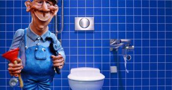 Håndværker monterer toilet